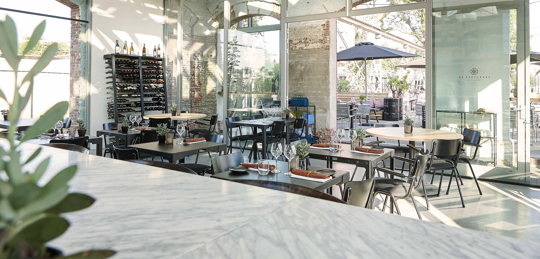 De Houtloods keukenbar en tafels