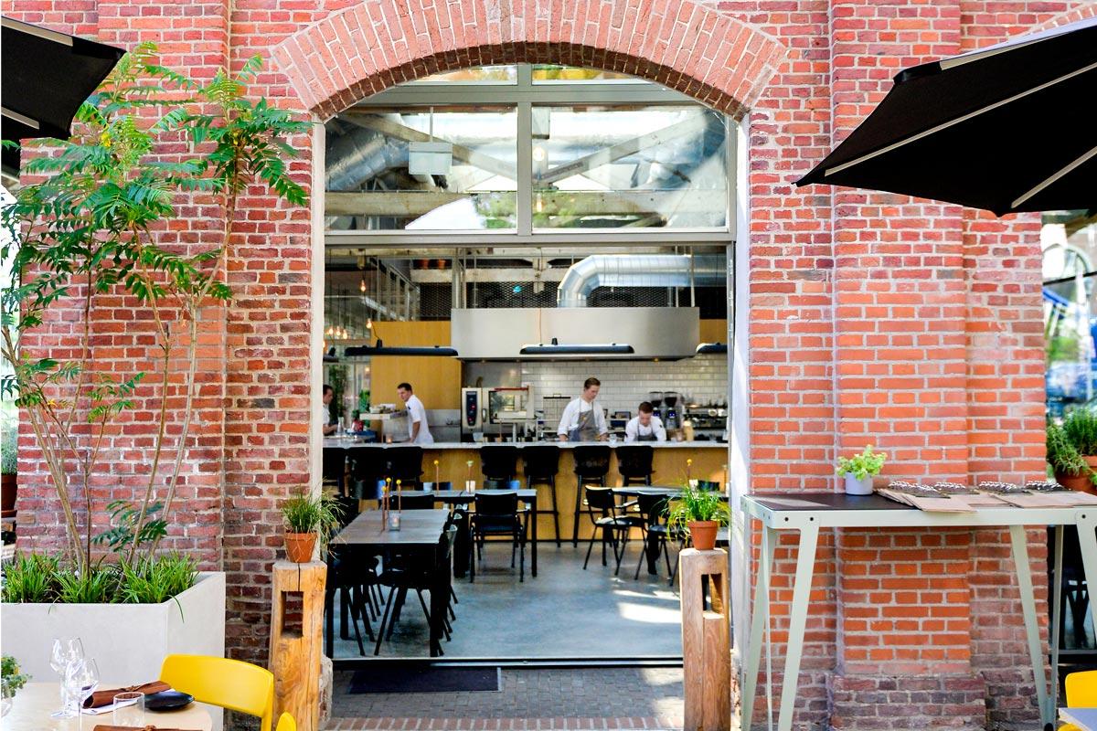 Restaurant De Houtloods -foto van entree - zitplaatsen restaurant