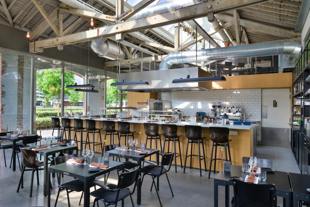 Restaurant De Houtloods - foto interieur - zitplaatsen restaurant